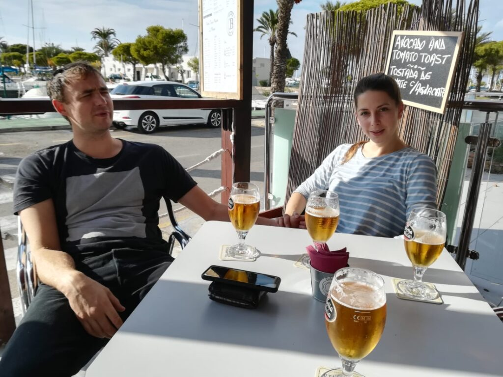 Carmen and Iñaki having a beer while witing for our first sailboat inspection