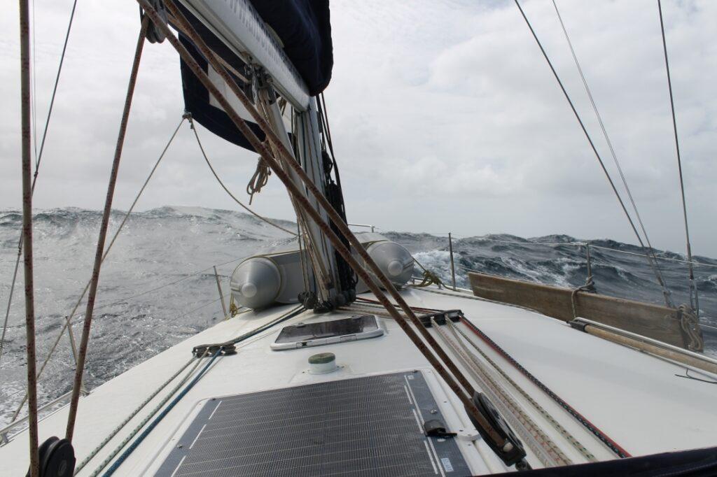 Mer agitée en naviguant au Cap-Vert