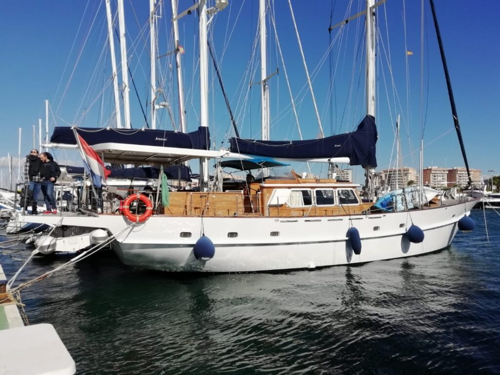 The second station of our sailboat inspections: a 20m Lubbe Voss