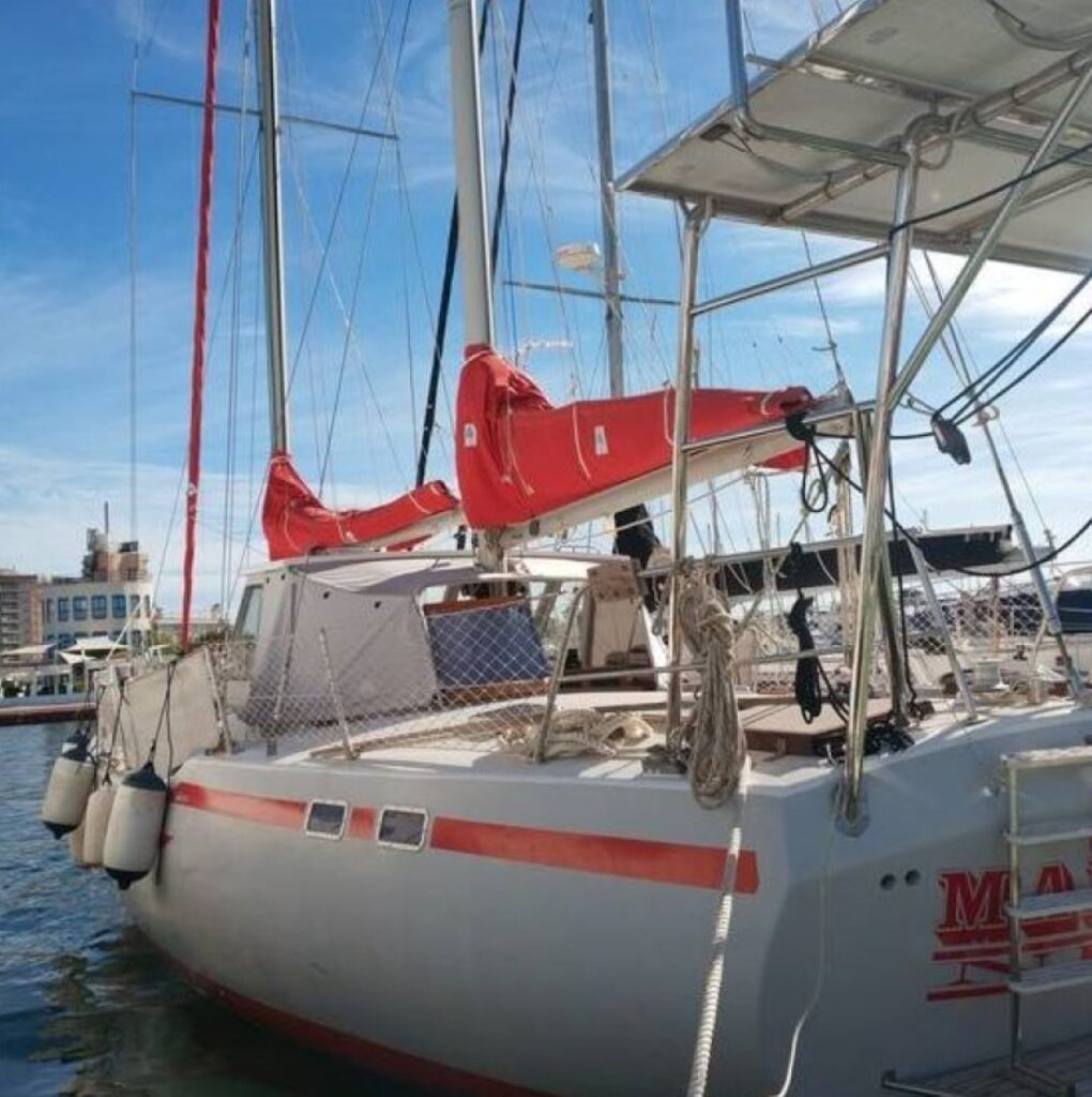 The Wauquiz in the marina - our third sailboat inspection