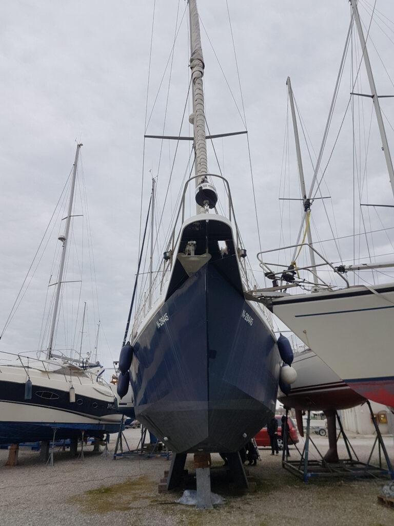 Impressive hull of an aluminium sailboat