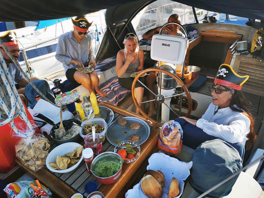 Wir feiern Iñakis Geburtstag auf unserem  Boot
