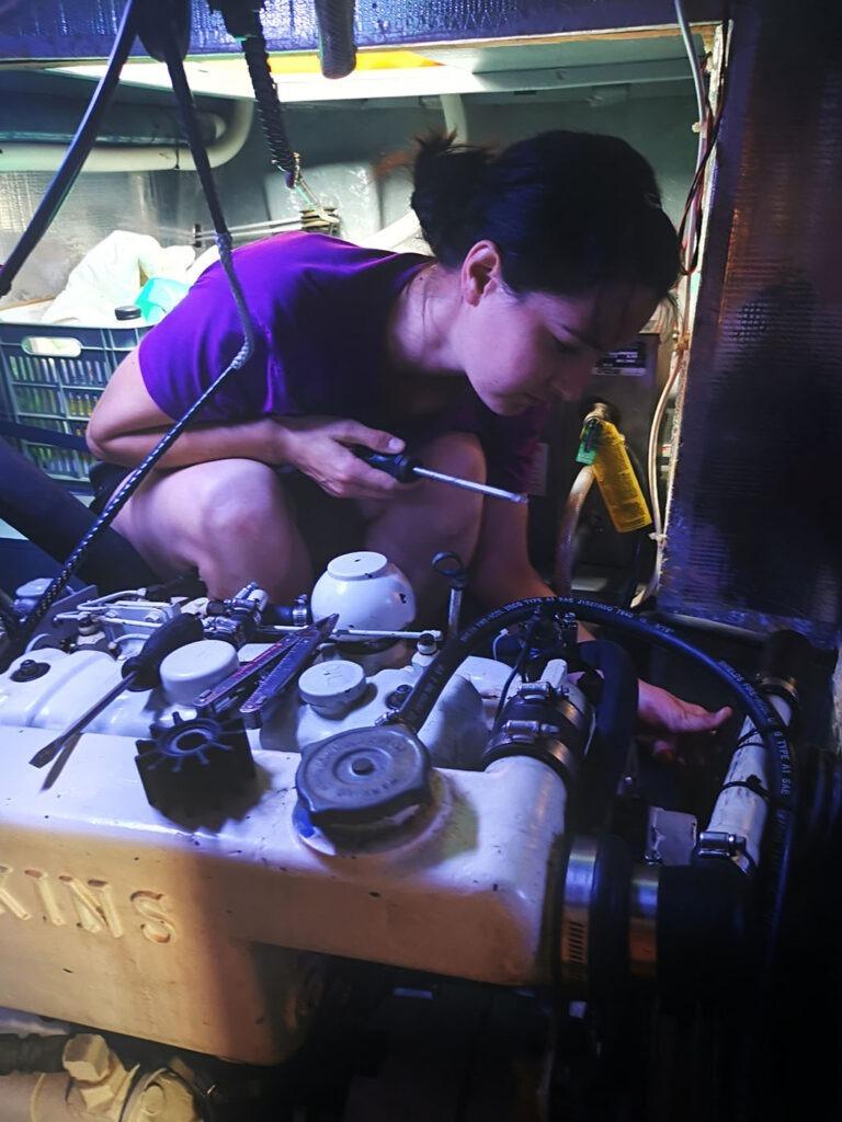 Pati während dem Motorenservice