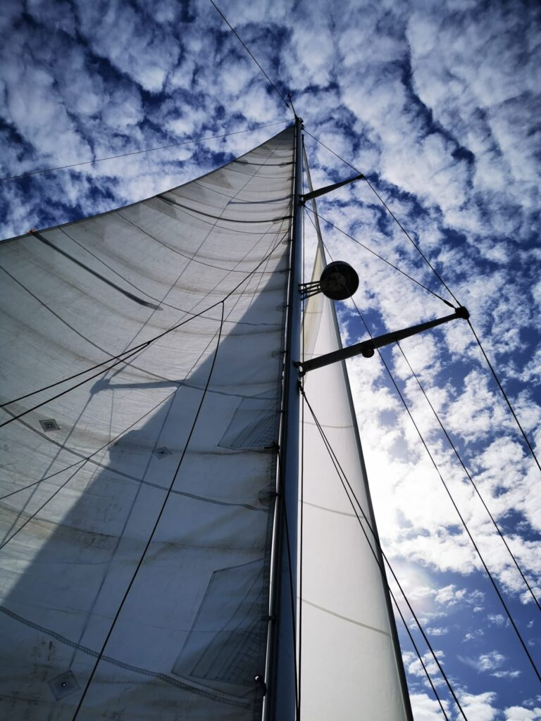 Full sails on Milagros