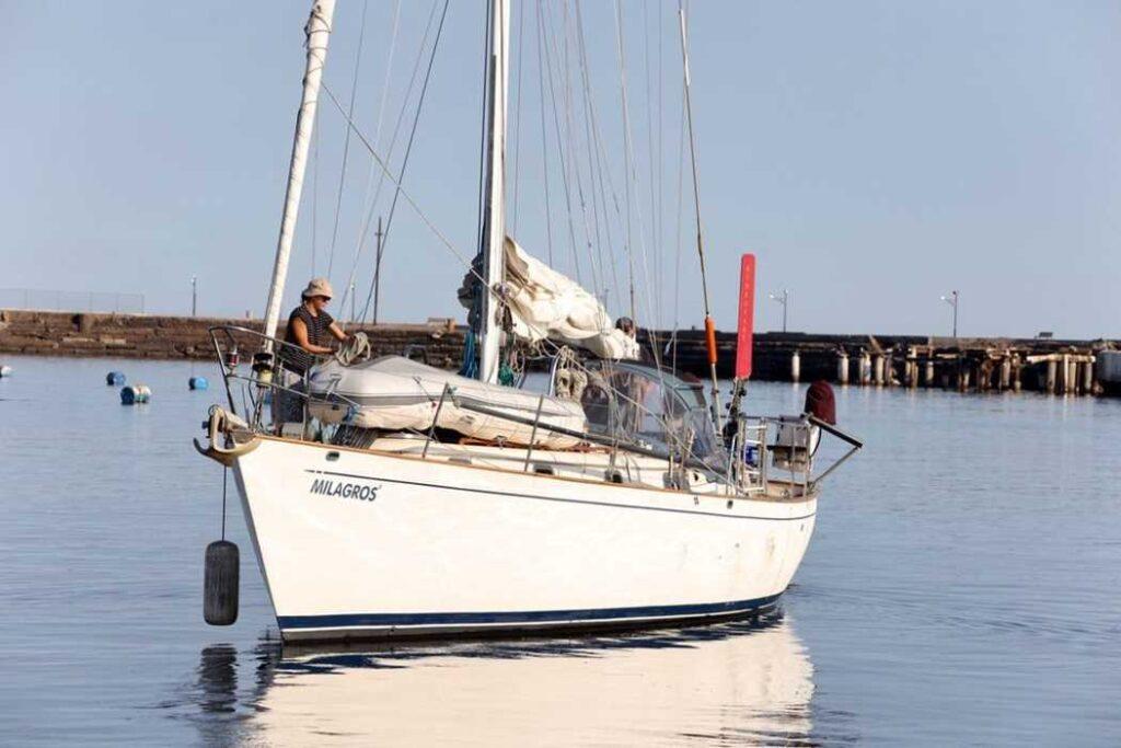 Side view of Milagros leaving the dock in Santa Rosalia