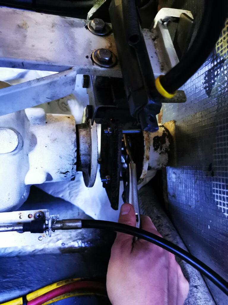 L'écrou est inséré entre l'outil et l'accouplement