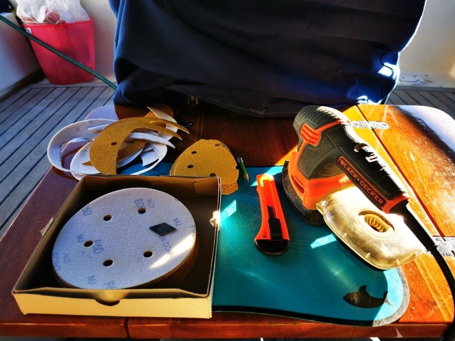 Selfmade sanding discs for a black + decker mouse sander