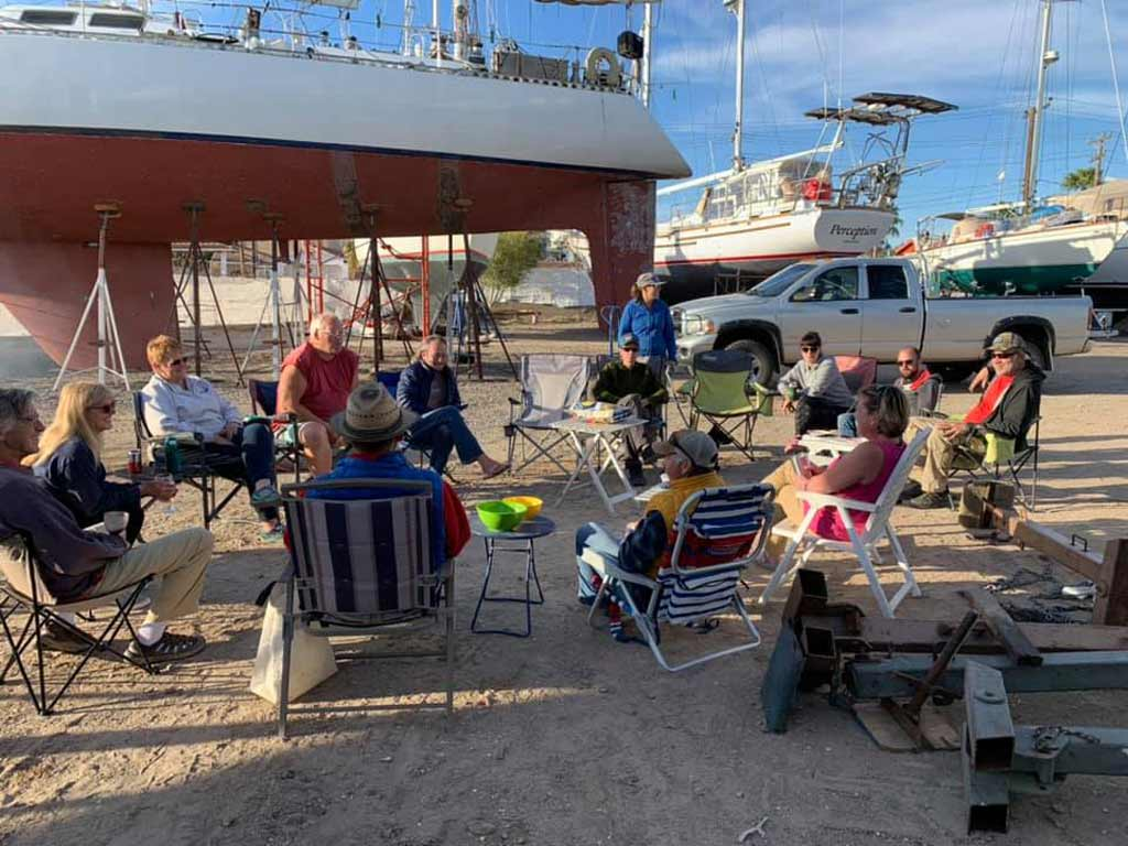 Soirée barbecue communautaire des circumnavigateurs au chantier naval de Cabrales, Puerto Peñasco