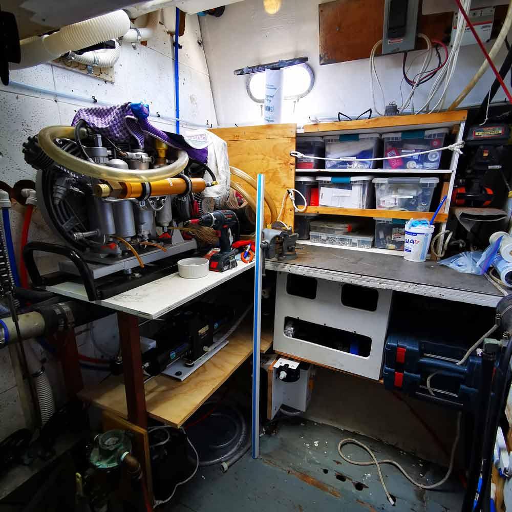 Motorraum eines Cal 2-46 Blauwasser Segelschiffs