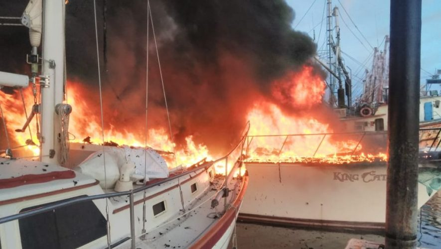 Boat fire in Puerto Peñasco, Mexico
